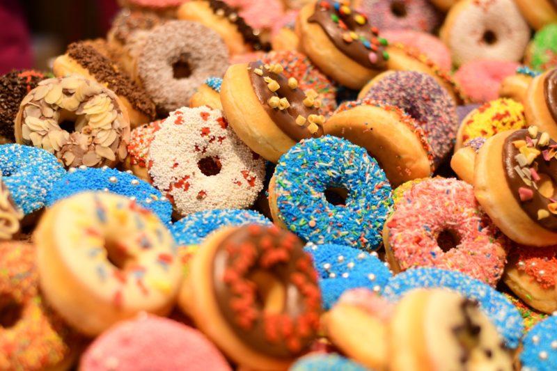 Batonik, czekoladka… Jak przejść obojętnie obok słodyczy?